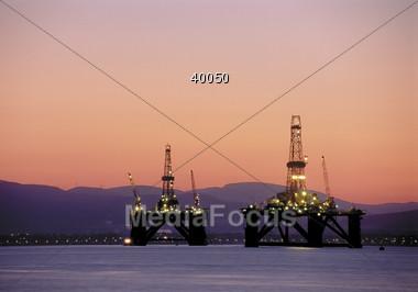 oilrig refinery gasoline petroleum well Stock Photo