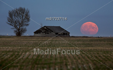 Abandoned Buildings Saskatchewan Rural Countryside Scenic Canada Super Moon Stock Photo