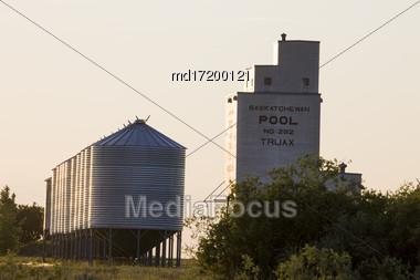 Abandoned Grain Elevator In Saskatchewan Canada Weathered Stock Photo