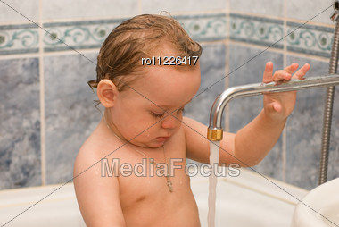 Baby Bathes In The Bath Stock Photo