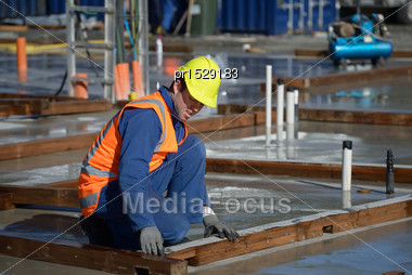 Builder Places Damp Course On The Base Boards For A Large Building Stock Photo