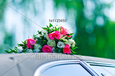 Bunch Of Roses On The Roof Of Wedding Car Stock Photo
