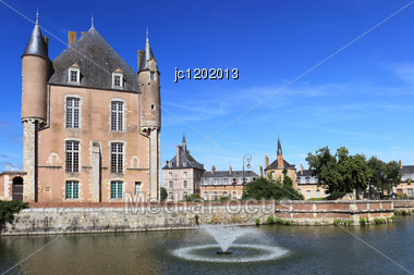 Castle Of Bellegarde, Its Fountain And Its Gardens Stock Photo