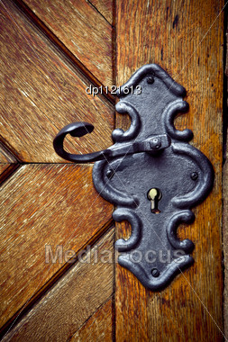Close Up Of An Old Medieval Keyhole And Door Stock Photo