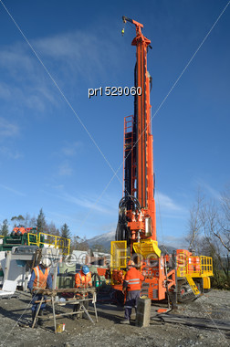 Drilling Crewmen Prepare To Remove A Core Sample From A Rig Drilling Near Greymouth, New Zealand Stock Photo