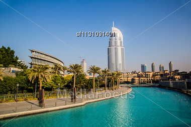 DUBAI, UAE - NOVEMBER 13: The Address Hotel In The Downtown Dubai Area Overlooks The Famous Dancing Fountains, Taken On 3rd August 2010 In Dubai. The Hotel Is Surrounded By A Mall, Hotels And Burj Kha Stock Photo