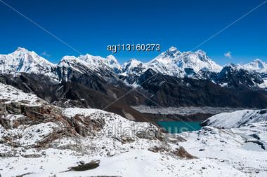 Famous Peaks View From Renjo Pass: Everest, Pumori, Makalu, Changtse, Nirekha In Himalayas Stock Photo