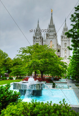 Fountain In Front Of The Mormons' Temple In Salt Lake City, UT In The Evening Stock Photo