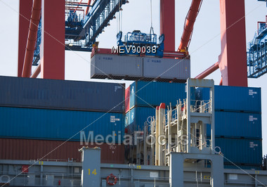 Freight Container Loading, Port Of Hamburg Stock Photo