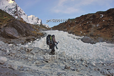 Hunter Crossing A Small Glacier In The Southern Alps, New Zealand Stock Photo