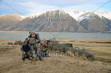 Hunters Looking For Himalayan Tahr In The Southern Alps Of New Zealand Stock Photo