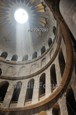 Interior Of The Church Of The Holy Sepulchre In Jerusalem Stock Photo