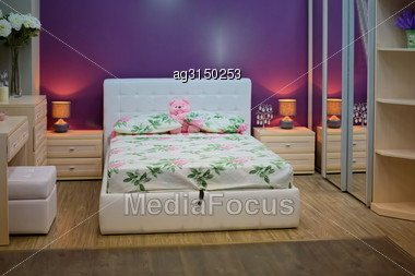 King Sized Bed In A Luxury Hotel Room Stock Photo