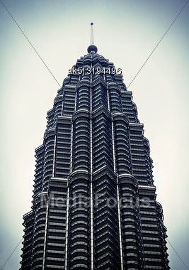 KUALA LUMPUR, MALAYSIA - DECEMBER 20: Petronas Tower On December 20, 2010 In Kuala Lumpur, Malaysia. Petronas Towers Were The Tallest Buildings In The World Until 2004 Stock Photo