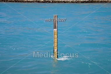 Lake Benmore Salmon Farm Water Level Gauge Stock Photo