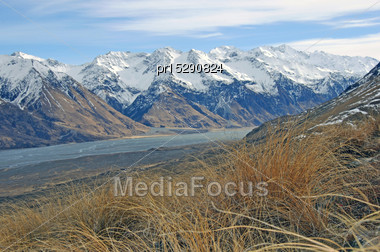 Light Frost Heralds An Autumn Morning In The High Country, New Zealand Stock Photo