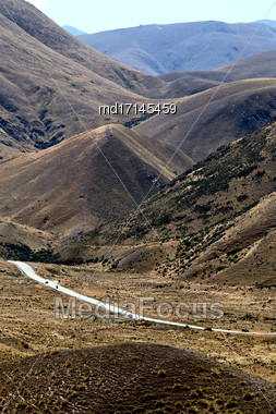 Lindis Pass New Zealand Valley Road To Mount Cook Stock Photo