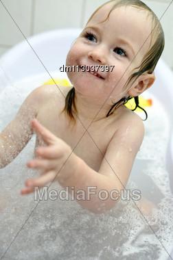 Little Girl Having Fun In The Bathroom Stock Photo Dm113037397
