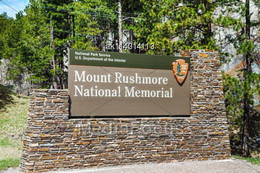 Mount Rushmore Monument Sign In South Dakota In The Morning Stock Photo