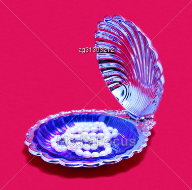 Necklace Of Pearls At The Bottom Of The Open Shell. Stock Photo