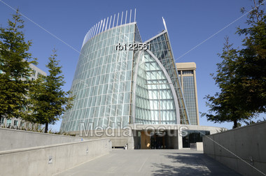 Oakalnd, USA - March 04, 2012: Exterior View Of The Cathedral Of Christ The Light In Oakland, California. It Was Designed By The Architect Craig W. Hartman, FAIA Of Skidmore, Owings And Merrill And Wa Stock Photo