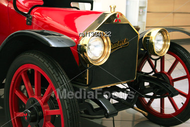 Old School Car Calls The 1917 Mitsubishi Model A The First Production Car Built In Japan. Stock Photo