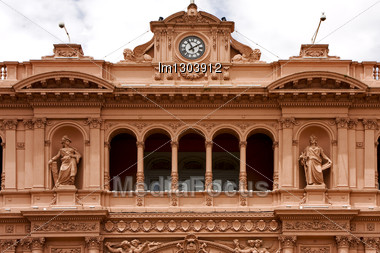 Pink Marble Statues Of A Women In The Monument Casa Rosada Center Buenos Aires Argentina Stock Photo