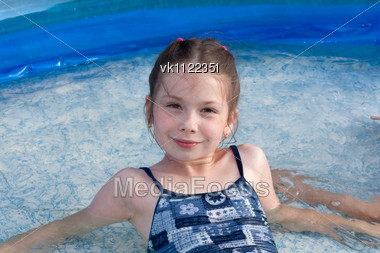 Royalty-Free Stock Photo: portrait of the little girl in swimming pool