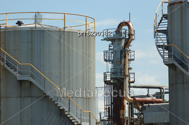 Refractory Tower For Bitumen And Tanks At Oil Refinery Stock Photo