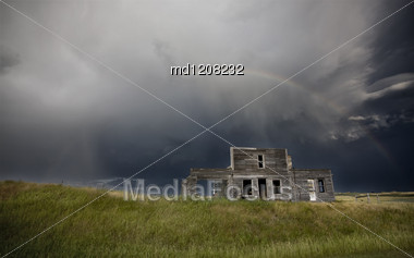 Storm Over Abandoned Farm House In Saskatchewan Canada Stock Photo