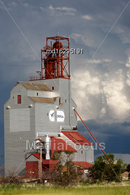 Storm Clouds Saskatchewan Grain Elevator In Canada Stock Photo