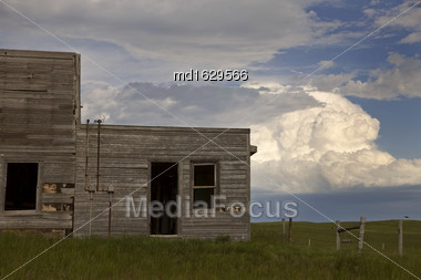 Storm Clouds Saskatchewan Old Abandoned House Ghost Town Stock Photo