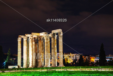 Temple Of Olympian Zeus In Athens In The Night Stock Photo