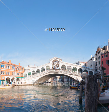 VENICE - DECEMBER 11: Rialto Bridge (Ponte Di Rialto) On A Sunny Day With Tourists On December 11, 2012 In Venice. It's Oldest And One Of The Four Bridges Spanning The Grand Canal In Venice. Stock Photo