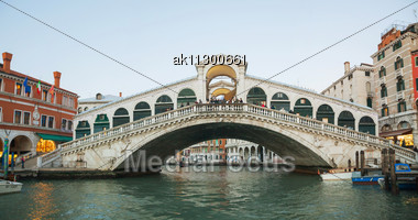 VENICE - DECEMBER 12: Rialto Bridge (Ponte Di Rialto) In The Evening With Tourists On December 12, 2012 In Venice. It's Oldest And One Of The Four Bridges Spanning The Grand Canal In Venice. Stock Photo