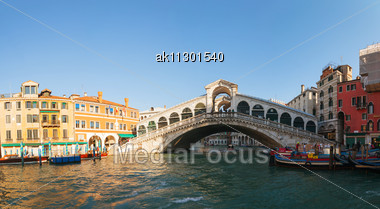 VENICE - DECEMBER 12: Rialto Bridge (Ponte Di Rialto) On A Sunny Day With Tourists On December 12, 2012 In Venice. It's Oldest And One Of The Four Bridges Spanning The Grand Canal In Venice. Stock Photo