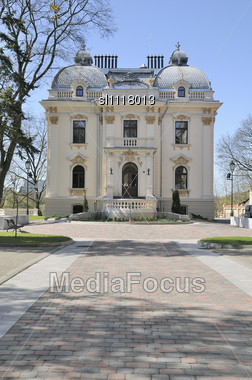 Vilei?is Palace. Early Spring Evening. Neo-baroque. Historic Building In Vilnius Stock Photo