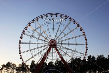 Vintage Retro Ferris Wheel On Blue Sky. Front View. Ferris Wheel At Amusement Park Stock Photo