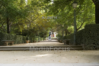 Walkway With Stairs At The Botanical Gardens In The Heart Of Madrid Stock Photo
