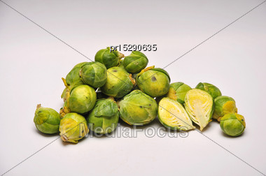 Whole And Sliced Brussel Sprouts On A Seamless Background Stock Photo
