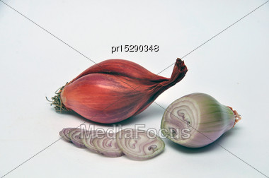 Whole And Sliced Shallots On A Seamless Background Stock Photo