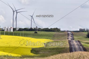 Wind Farm Saskatchewan Turine In Farm Land Stock Photo